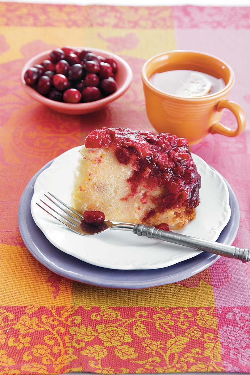 Brusnica Upside-Down Cake