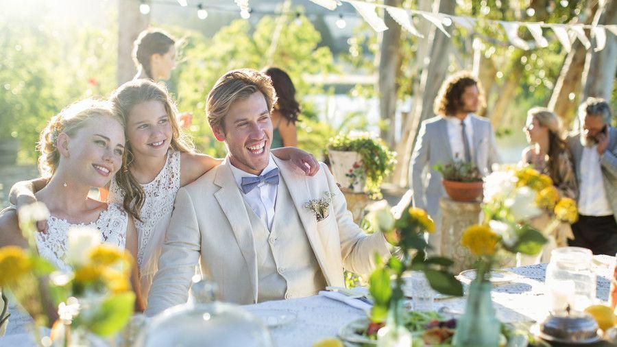 γάμος που δεν χρονολογείται 16 Βγαίνεις με κάποιον που δεν αρέσει στους φίλους σου.